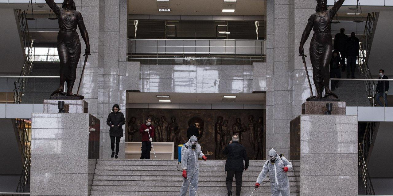 Mahkeme salonlarından nezarethaneye.... Avrupa'nın en büyük adliyesinde koronavirüs önlemleri