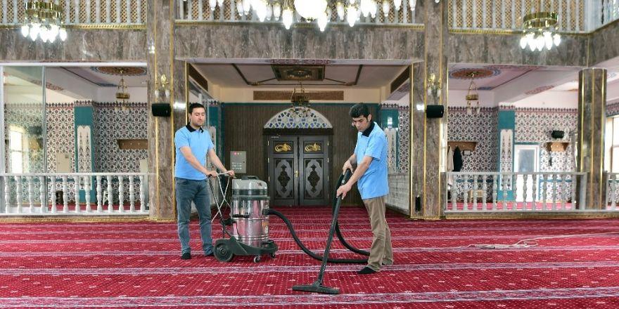 Mamak camilerinde bayram temizliği