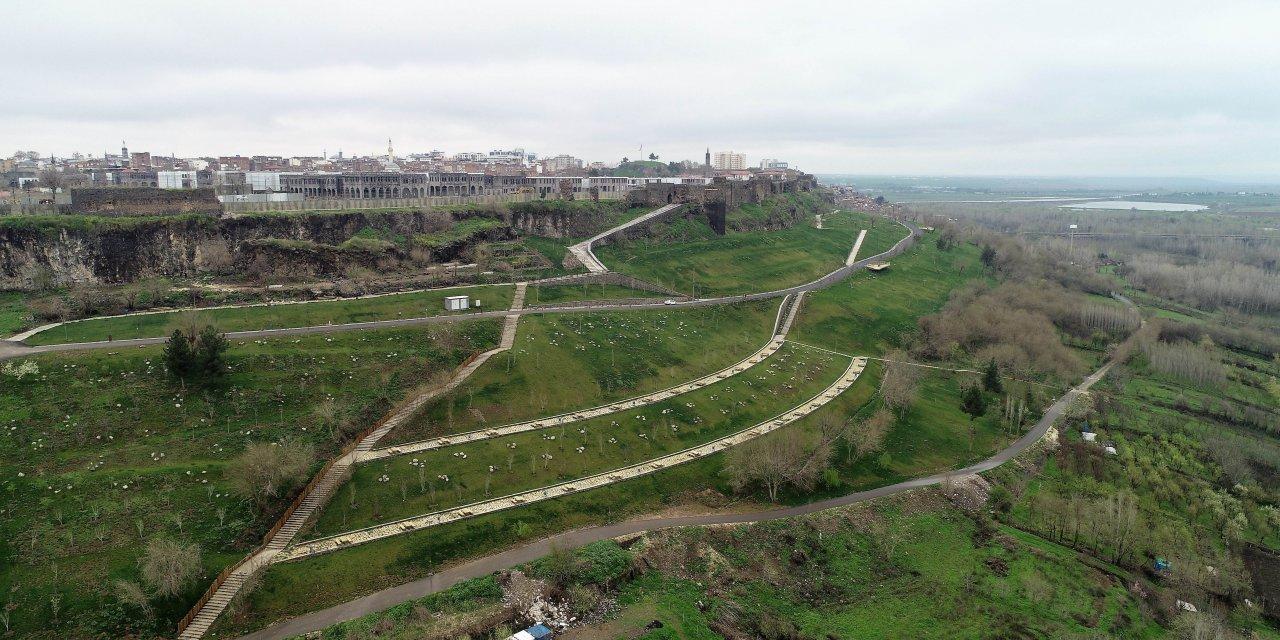 Diyarbakır'da dışarı çıkanların sayısı azaldı, piknik ve mesire alanları boş kaldı