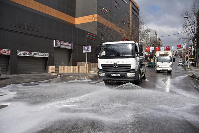 Tuzla'da dezenfektan çalışmaları tam gaz devam ediyor