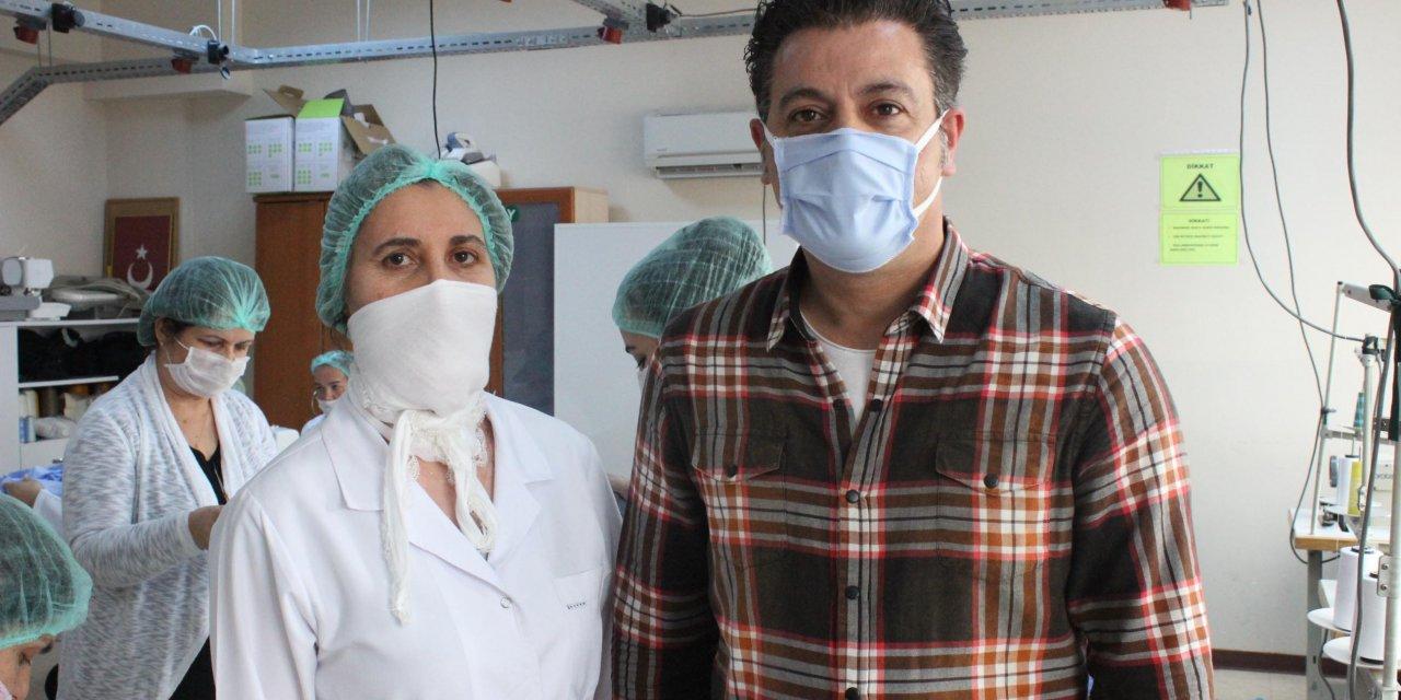 İzmir'de usta öğreticiler, sağlık çalışanları için maske üretiyor