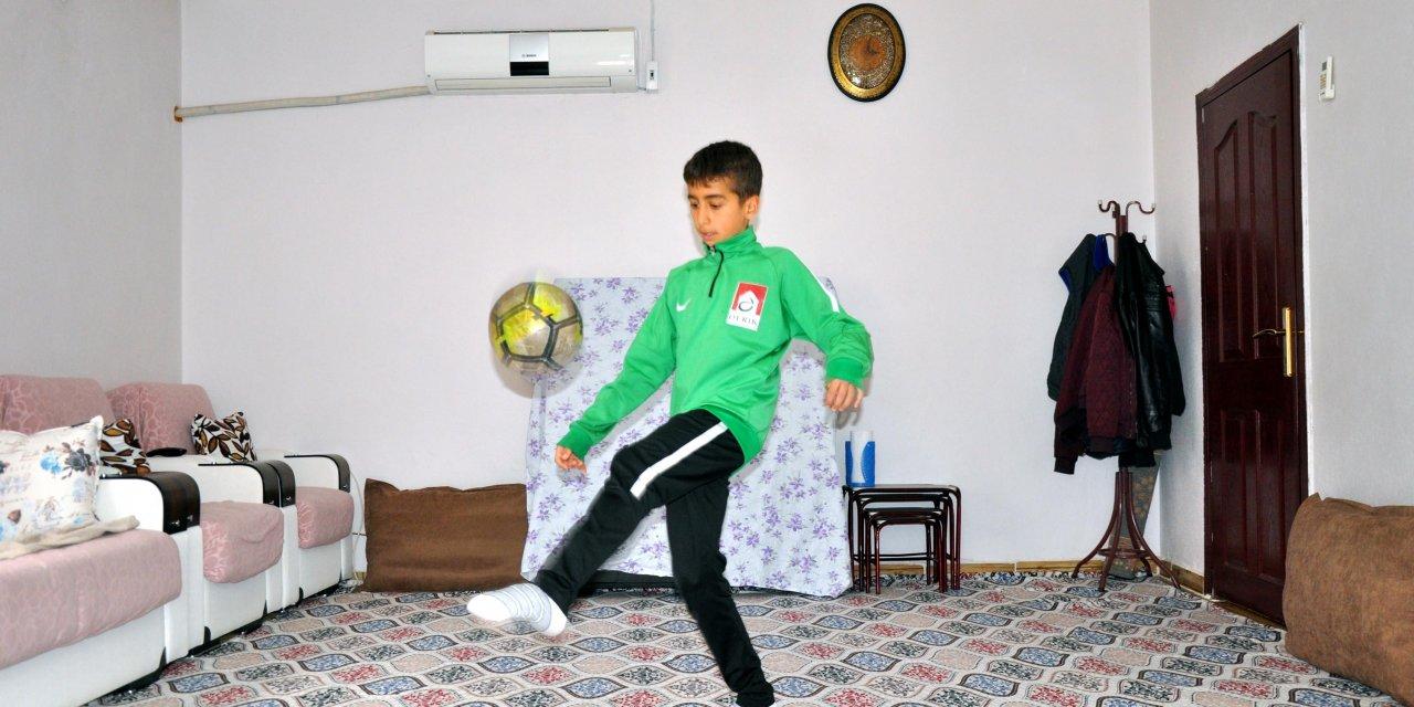 Spor lisesi öğrencileri, evlerinde antrenman yapıyor