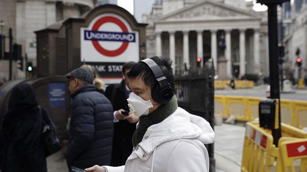 İngiltere'de koronavirüs nedeniyle ölümler 2 bini aştı