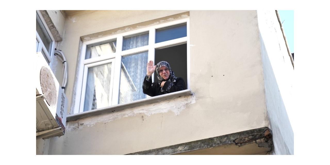 """""""Biz Bize Yeteriz Türkiyem"""" kampanyasına altınlarını bağışladı"""