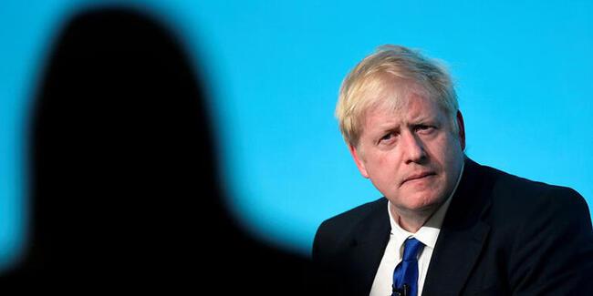 Boris Johnson hastaneye kaldırıldı! Koronavirüse yakalanmıştı