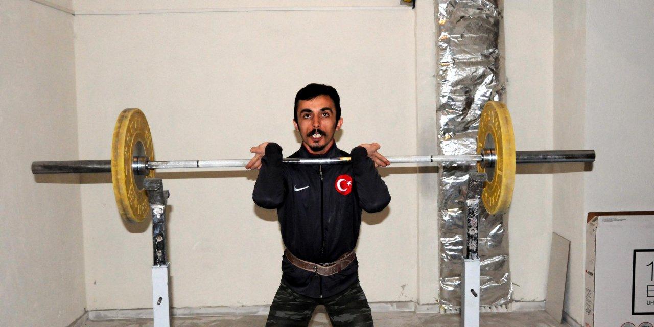 Milli halterci Muammer Şahin, olimpiyatlara sığınakta hazırlanıyor