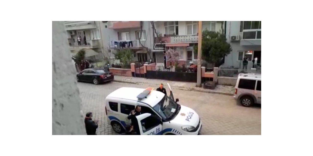 Kavga ihbarına giden polislere alkışlı kutlama