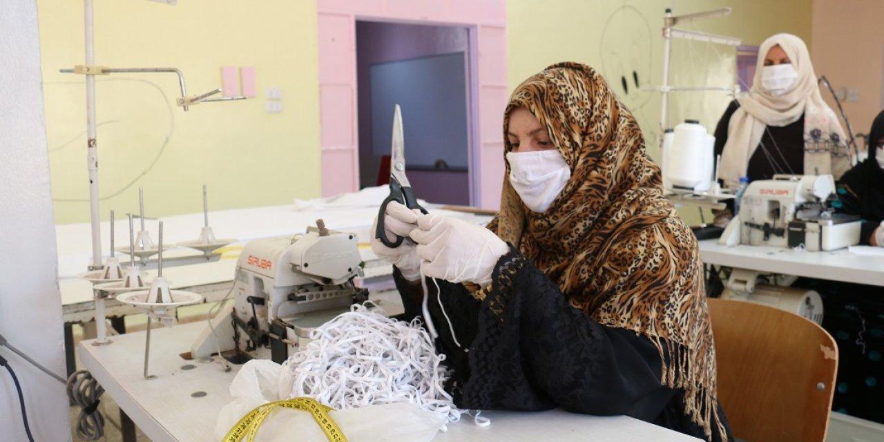 Resulayn'da kadınlar maske üretimine başladı