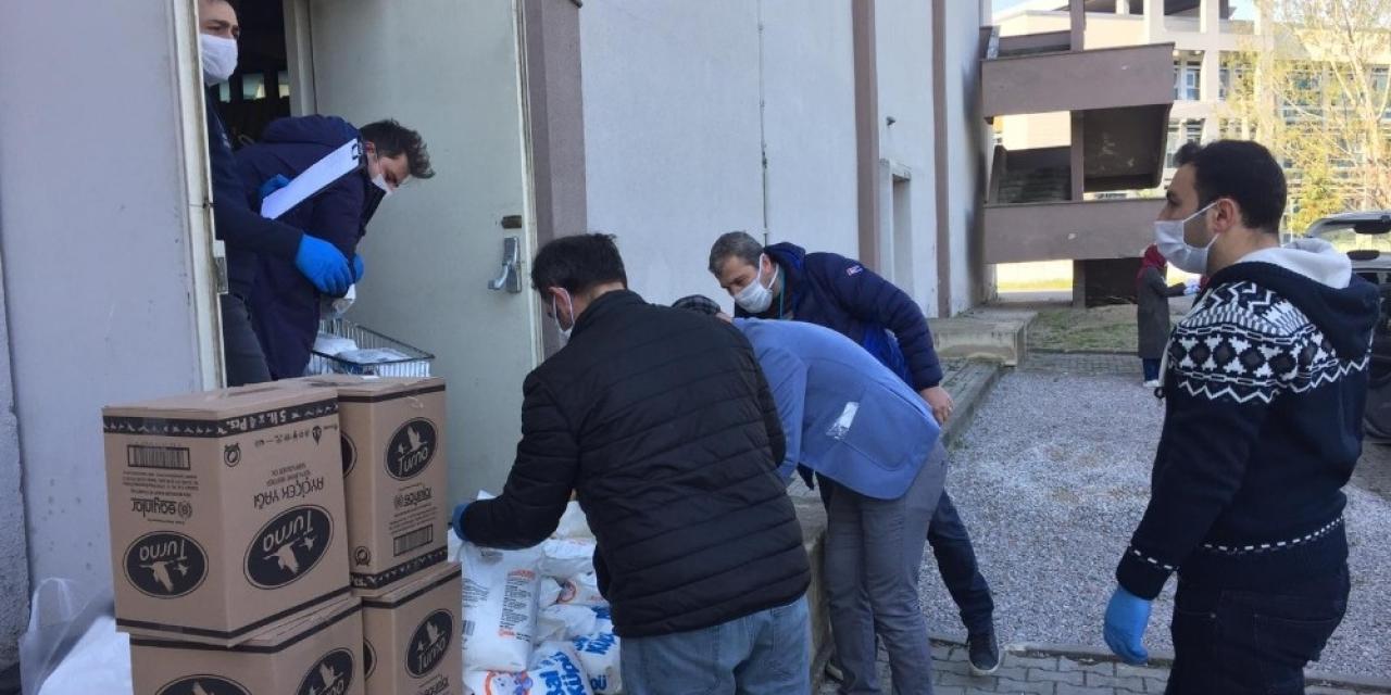 Okullar kapandı, 52 gönüllü öğretmen yardıma koştu