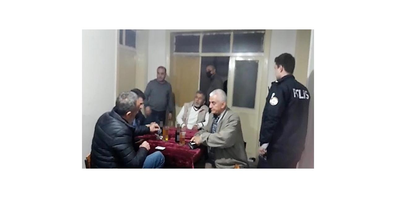 Apartman dairesini kahvehaneye çeviren 13 kişiye 40 bin 950 TL ceza kesildi