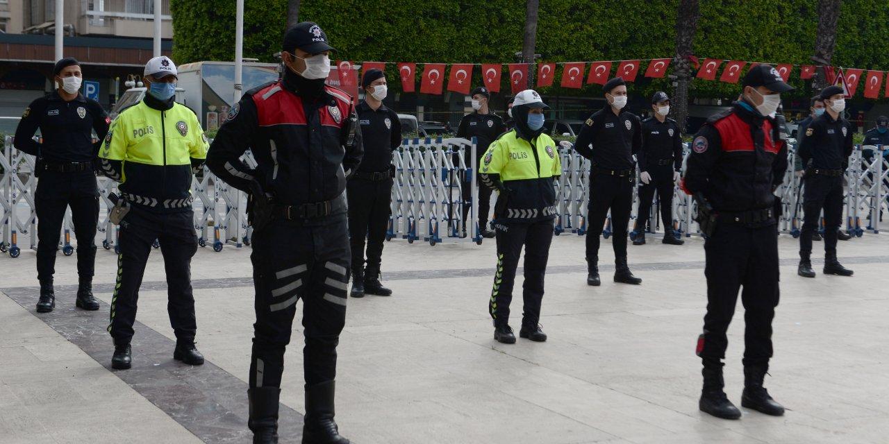 Adana'da polisten sosyal mesafeli tören