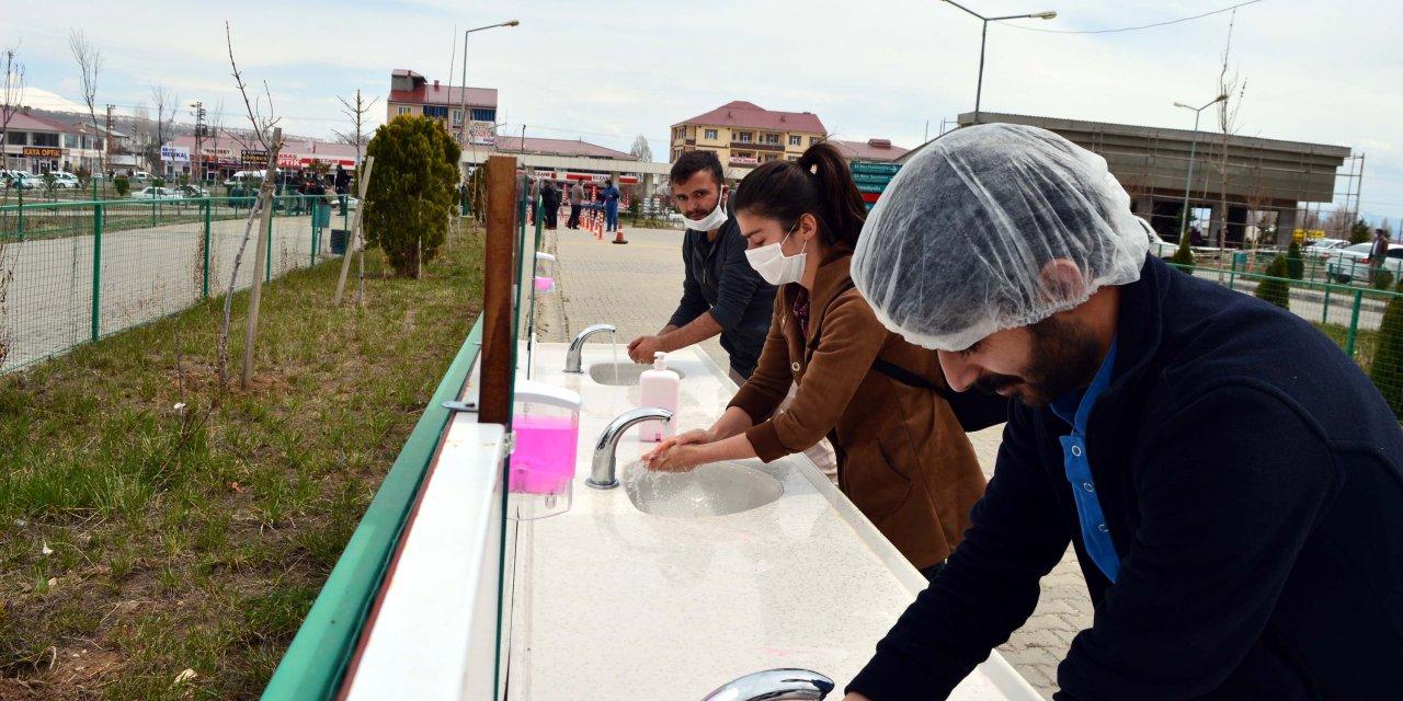 Hastane önünde el yıkama alanları oluşturuldu