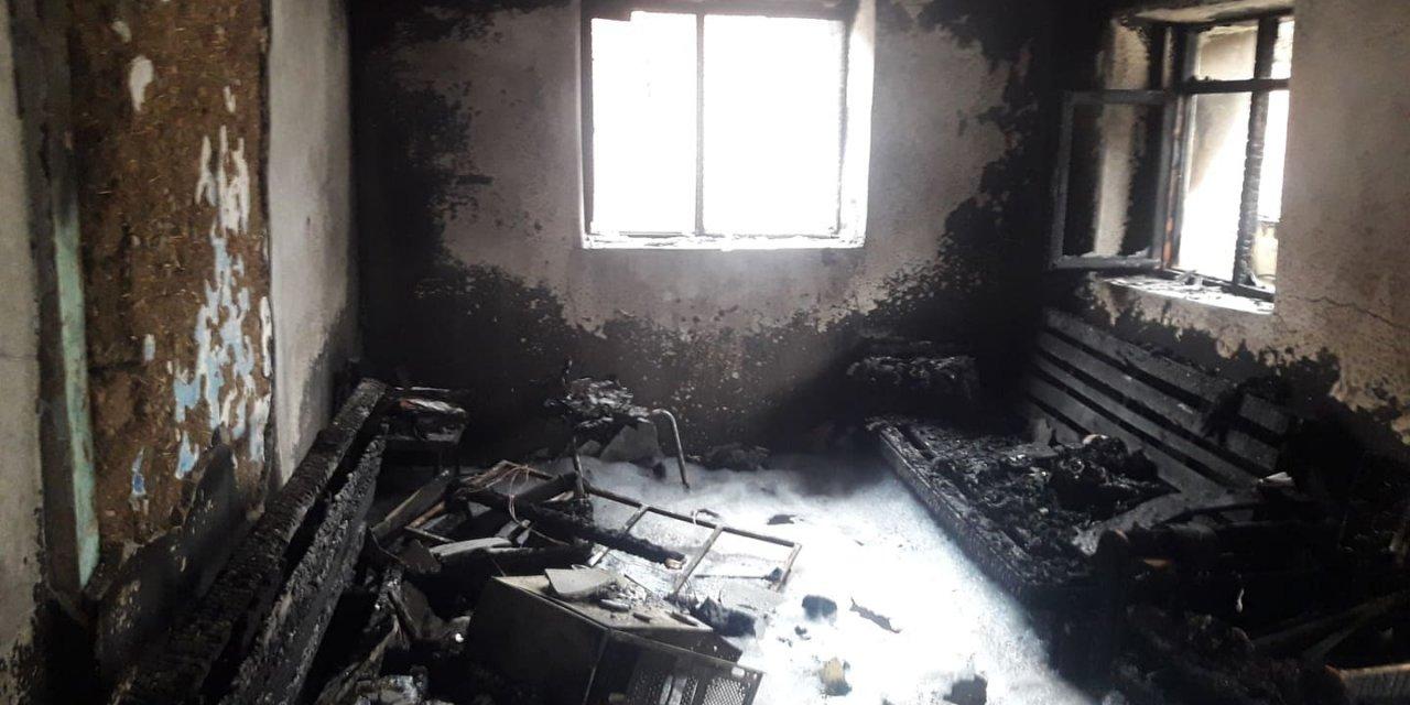 Pamukova'da tek katlı ev yandı