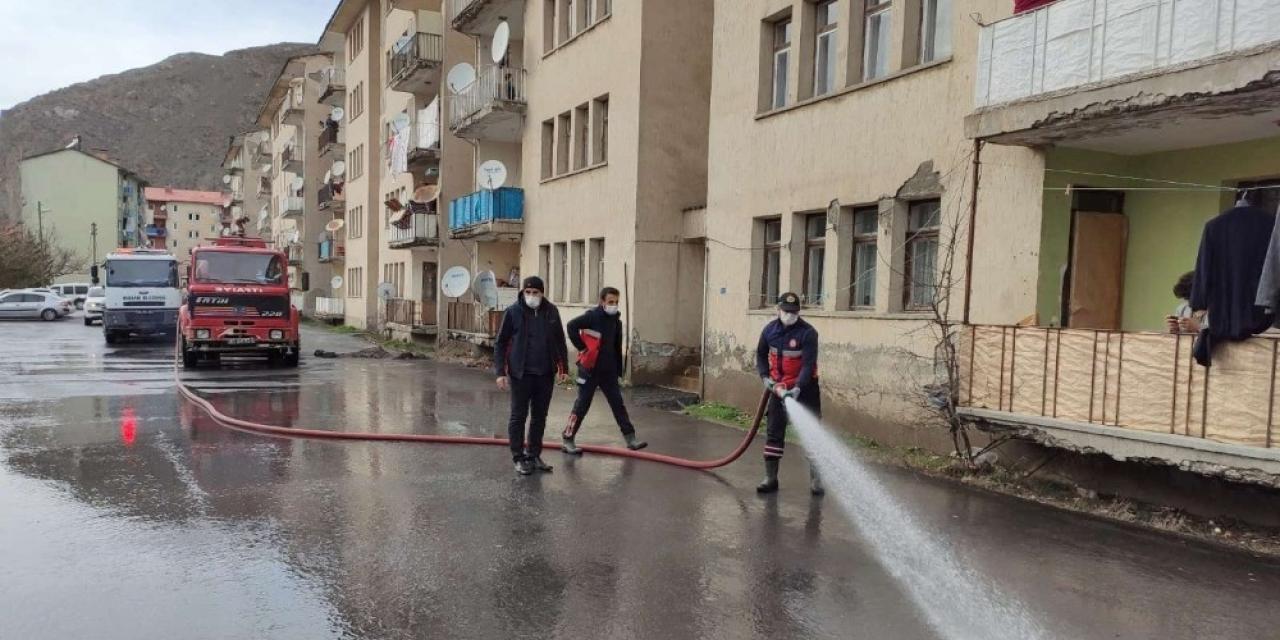 Cadde ve sokaklarda korona virüs temizliği