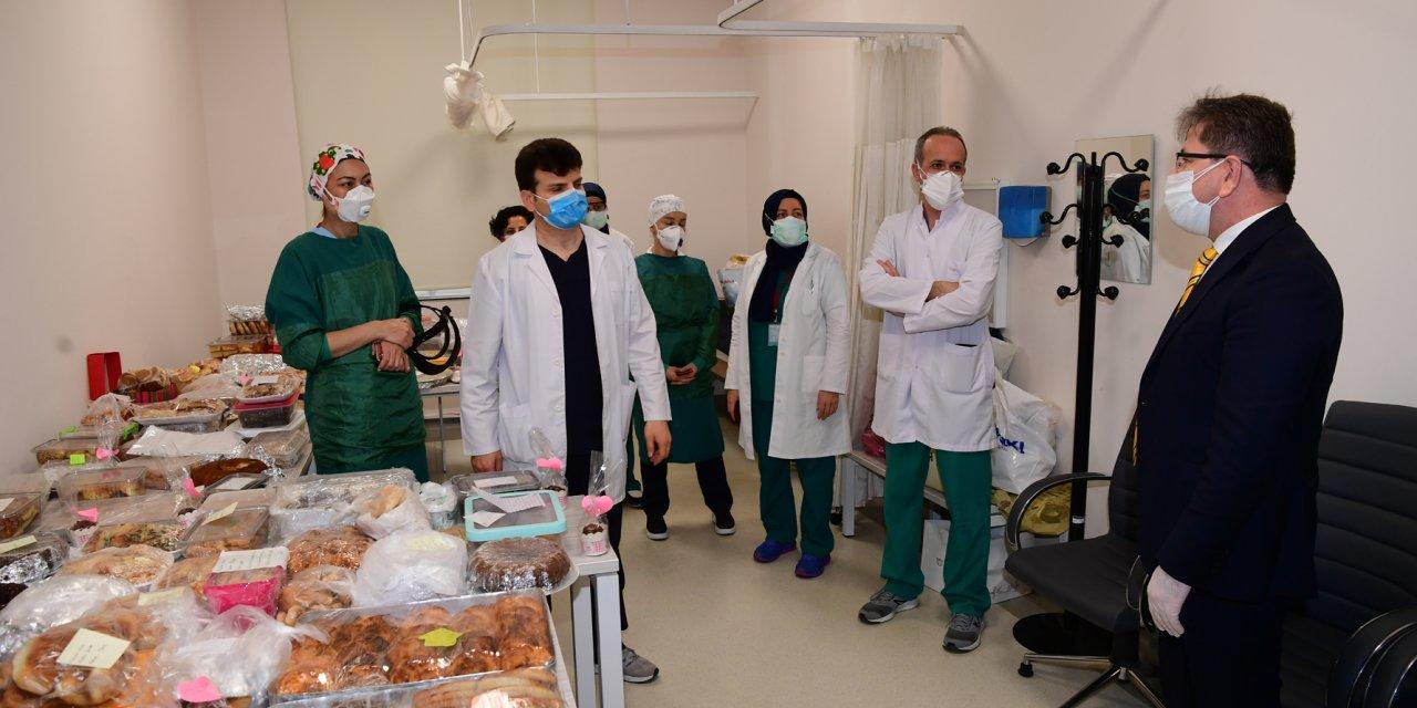 Belediye personelinden sağlık çalışanlarına jest