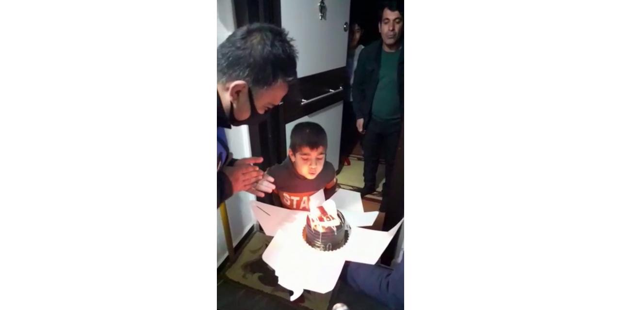 Evden çıkamayan Arda'ya sürpriz doğum günü