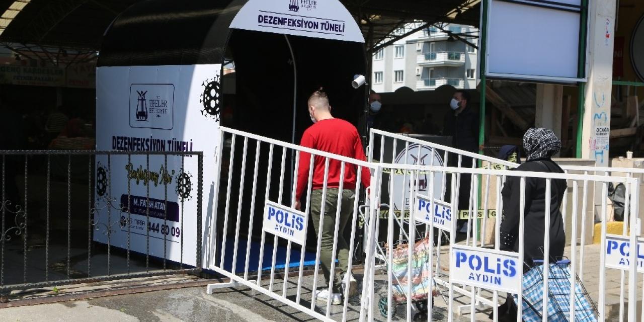 Efeler'de pazaryerlerinde dezenfeksiyon tüneliyle önlem alındı