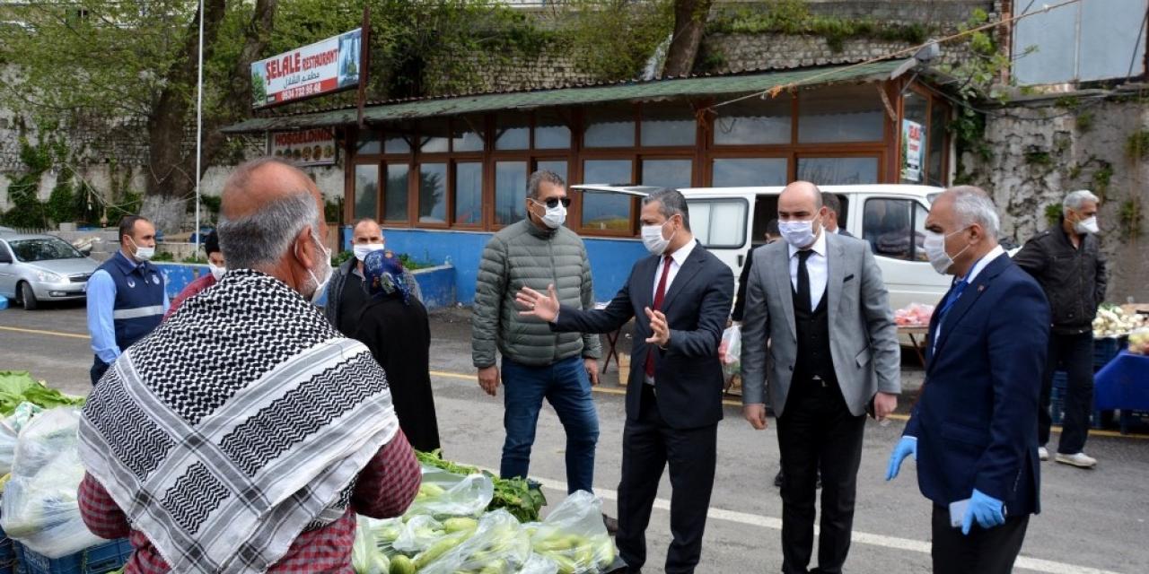 Belen'de semt pazarı esnafı ve vatandaşlara korona virüs uyarısı