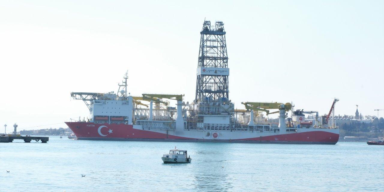 """Karadeniz'e açılacak """"Fatih"""" sondaj gemisi Haydarpaşa Limanı'na demirledi"""