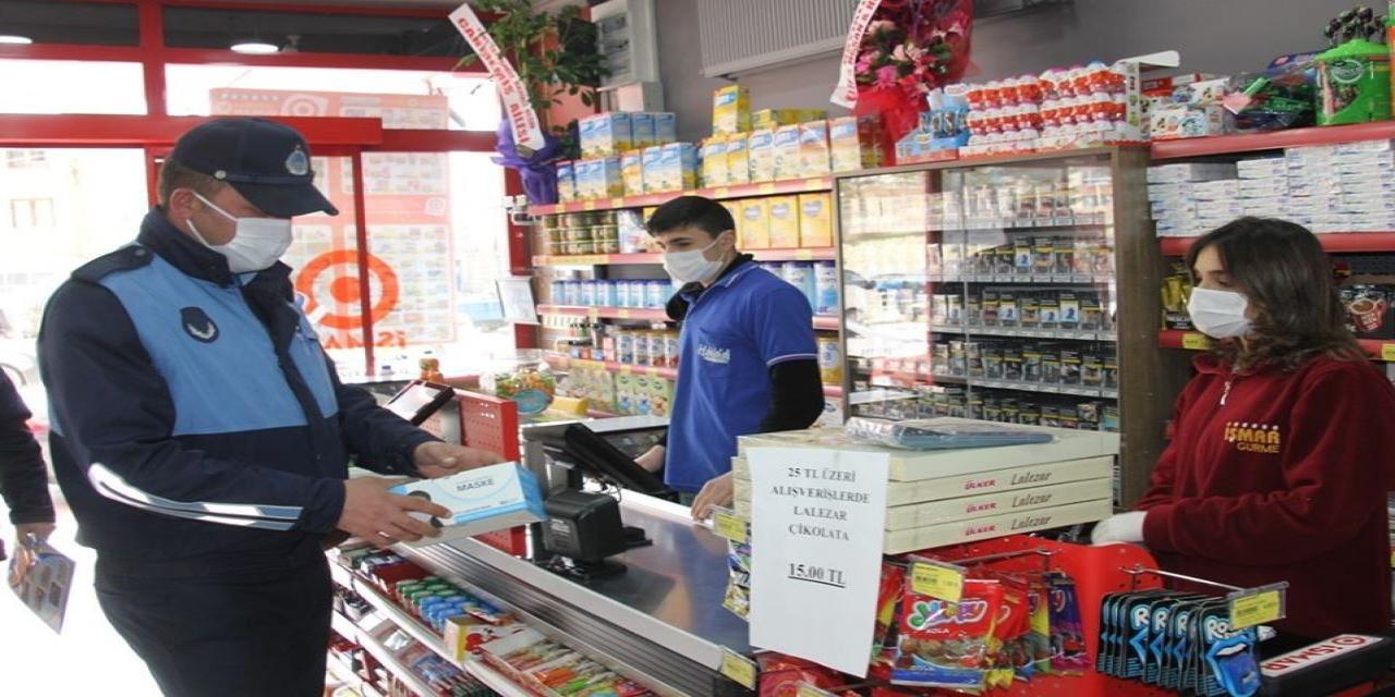 Bayburt'ta marketlere maske dağıtıldı