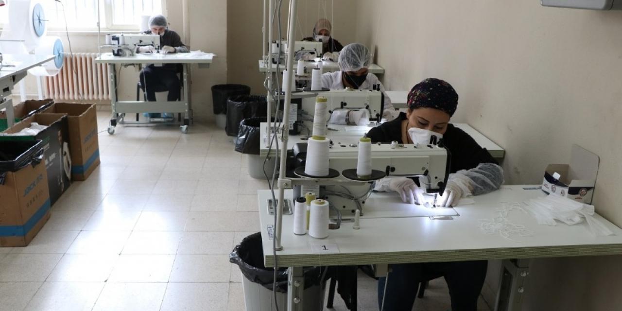 Şanlıurfa'da günde 33 bin maske üretiliyor