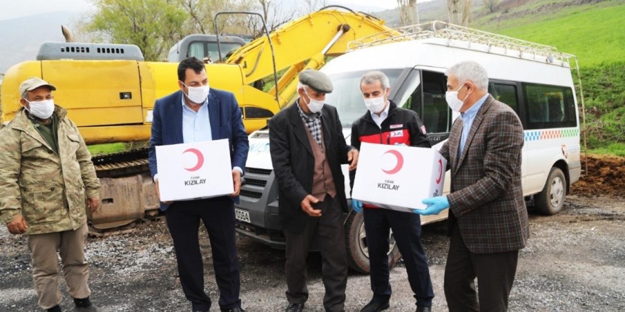 Depremzedelere temizlik malzemesi ve gıda yardımı