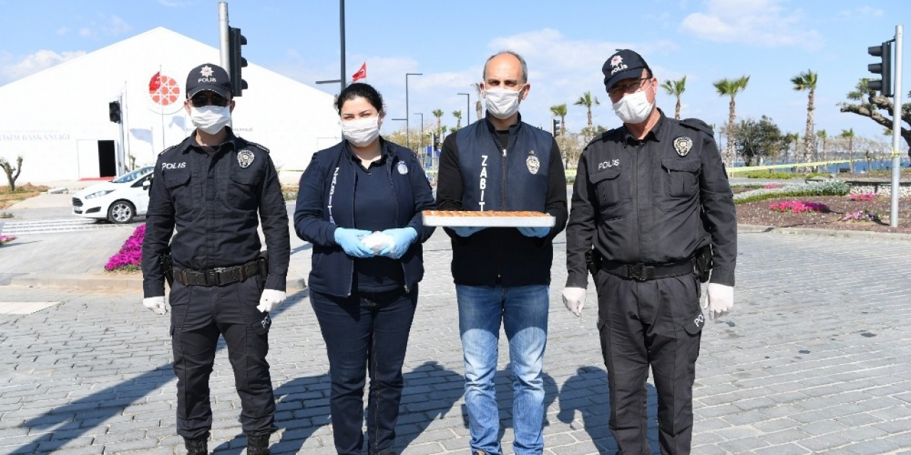 Zabıta'dan polislere tatlı