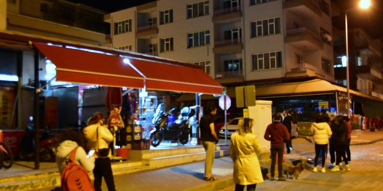 Muğla'da, market ve fırınlarda yoğunluk oluştu