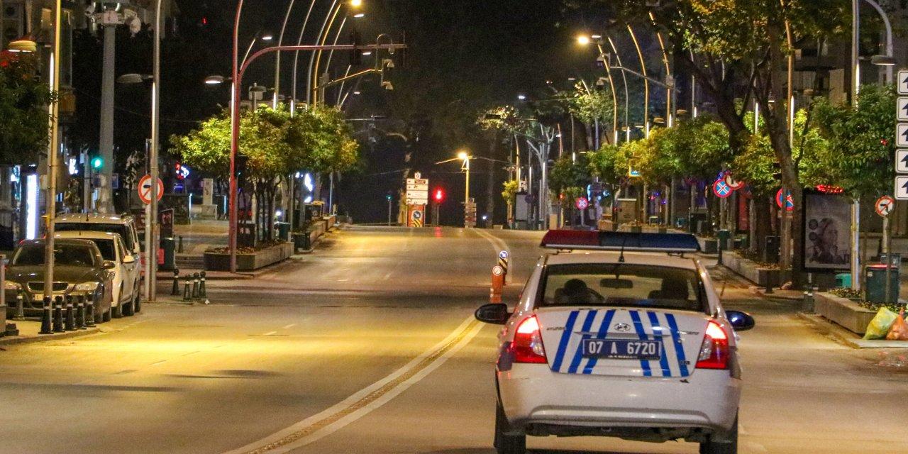 Antalya'da vatandaşlar fırın ve marketlere koştu (3)