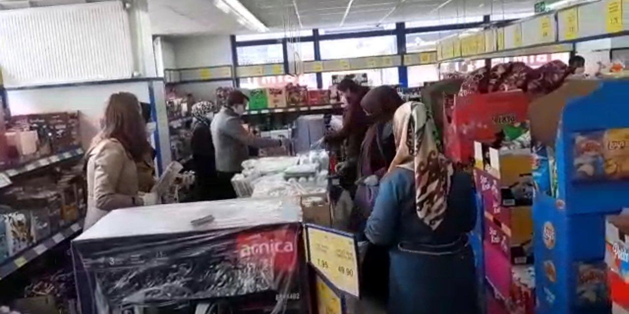 Belediye başkanından marketteki izdihama tepki