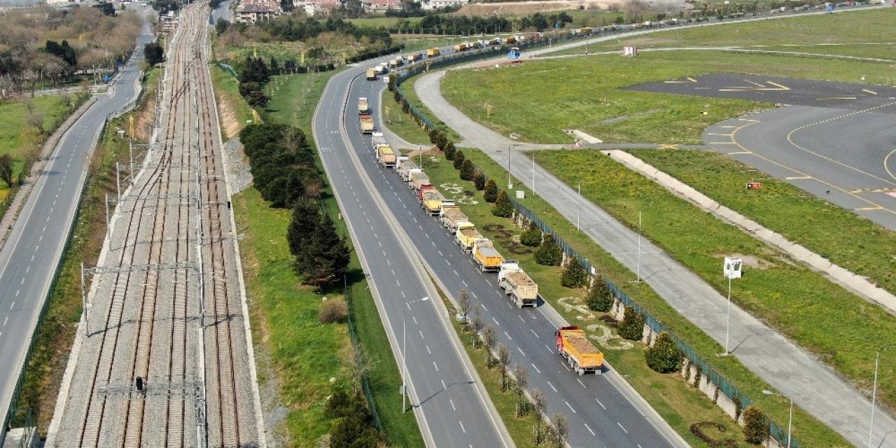 Atatürk Havalimanı'nda çevresindeki kilometrelerce kamyon kuyruğu