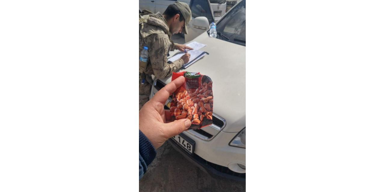 Otomobilin camından dışarı çöp atan sürücüye ceza kesildi