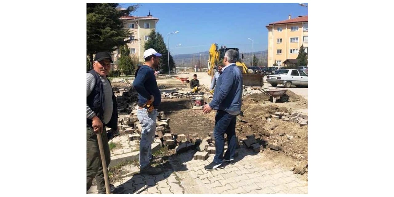 Hisarcık'ta parke taşı ve bordür döşeme çalışmalarına başlandı