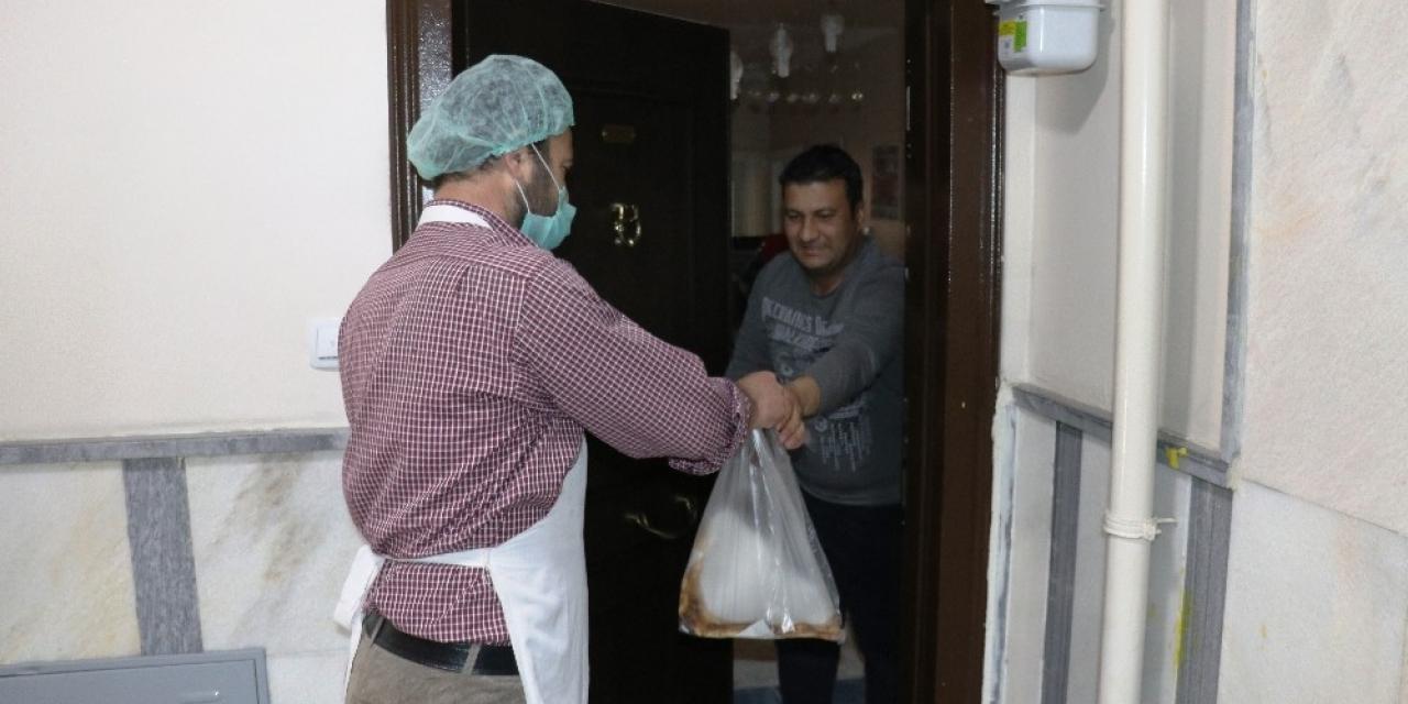 Malatya'da fırınlar ekmeği evlere götürüyor