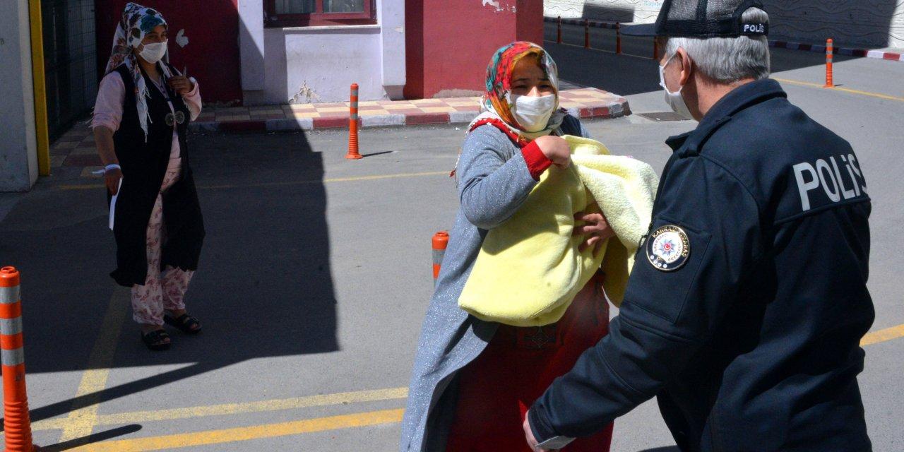 Doğum yapan kadın ile bebeğini eve, polis götürdü