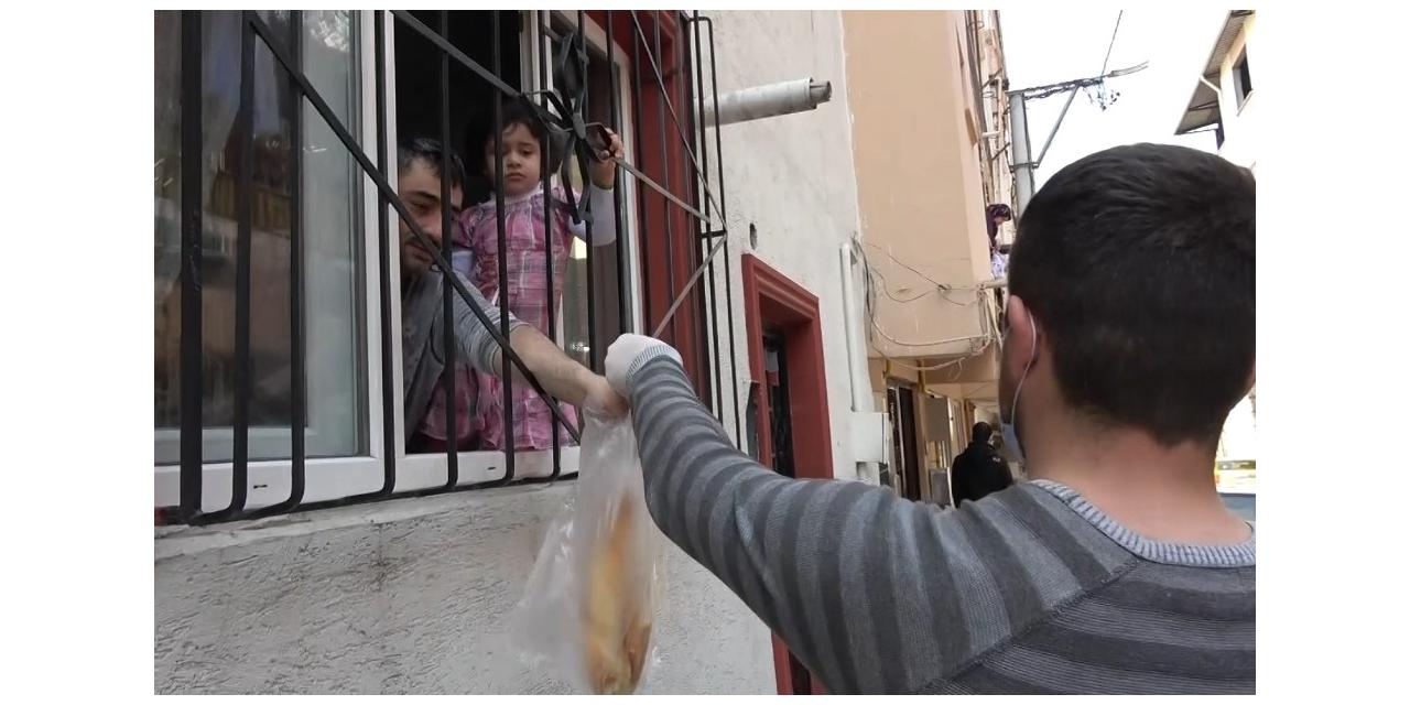 Sokak sokak gezip vatandaşları sıcak ekmekle buluşturdular