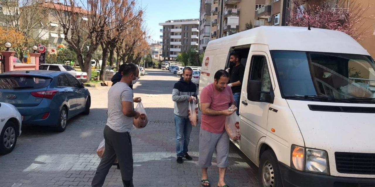 Alaşehir'de fırıncılar ekmeği vatandaşın ayağına götürüyor