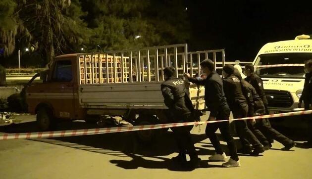 Antalya'da içinde ceset bulunan kamyonet olay yerinden böyle çıkartıldı