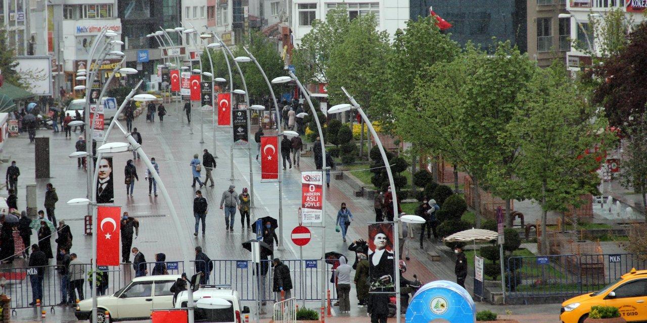 Bolu'nun en işlek caddesi yaya trafiğine açıldı