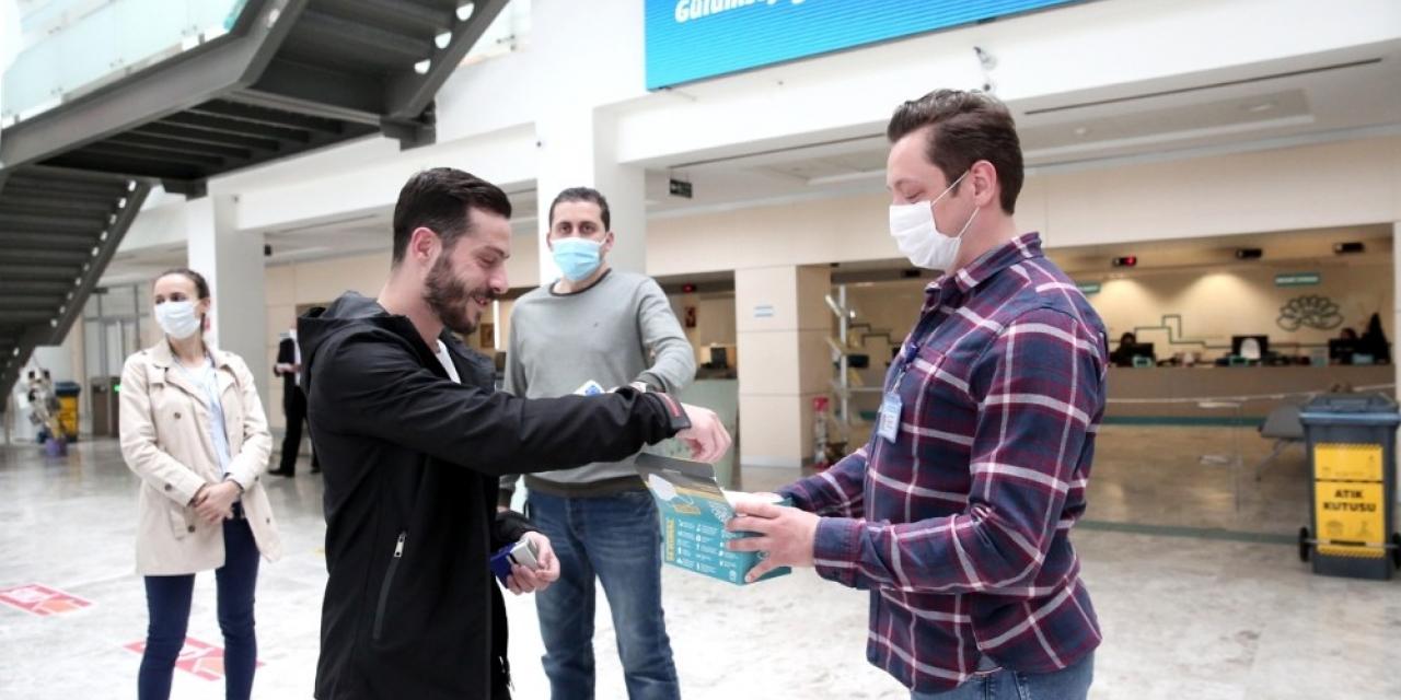 Nilüfer'de üretilen maskeler vatandaşa dağıtılıyor