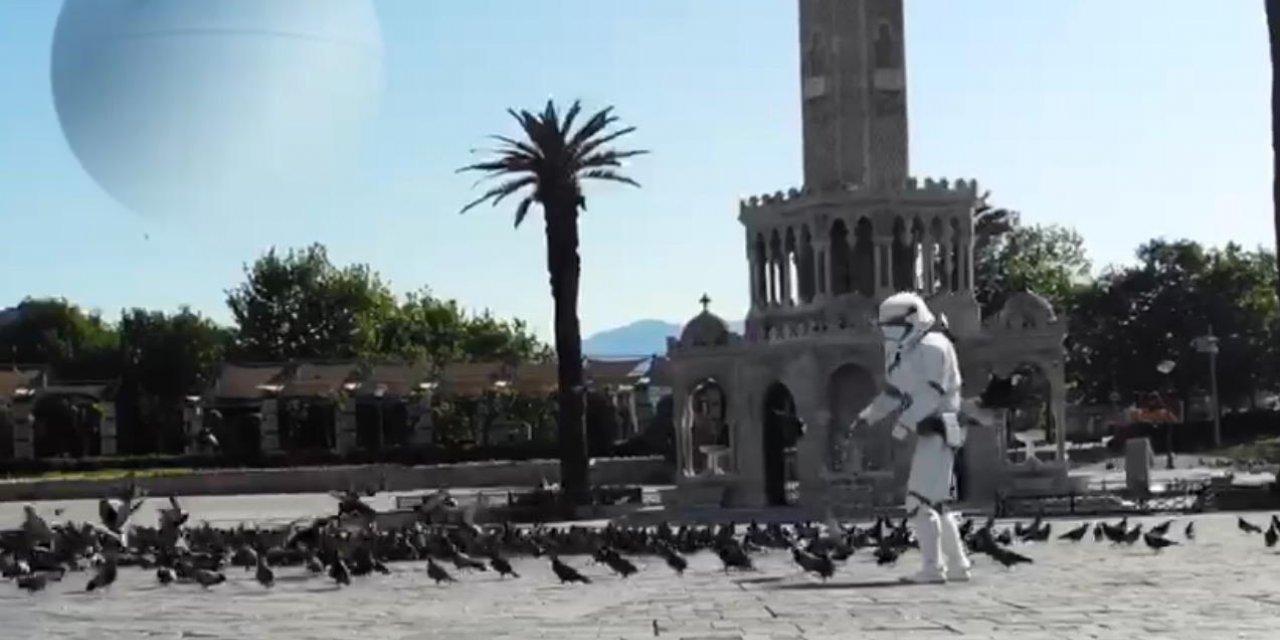 İzmir'in güvercinlerini Darth Vader besledi