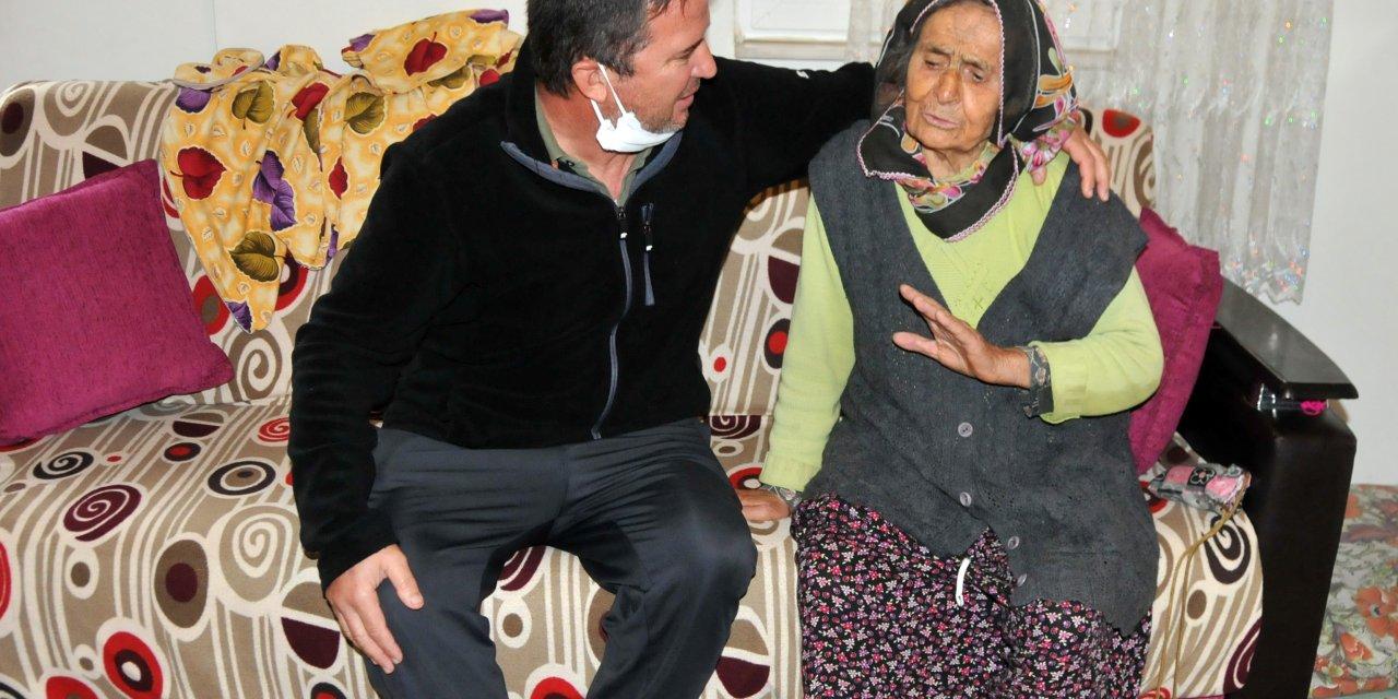 Evden kovulduğunu söyleyen yaşlı kadının oğlu: Annemizin başımızın üzerinde yeri var