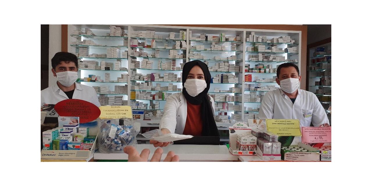 Osmancık'ta eczanelerde ücretsiz maske dağıtımı başladı