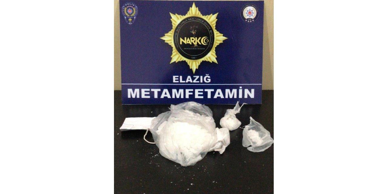 Uygulamadan kaçan uyuşturucu şüphelileri kovalamacayla yakalandı