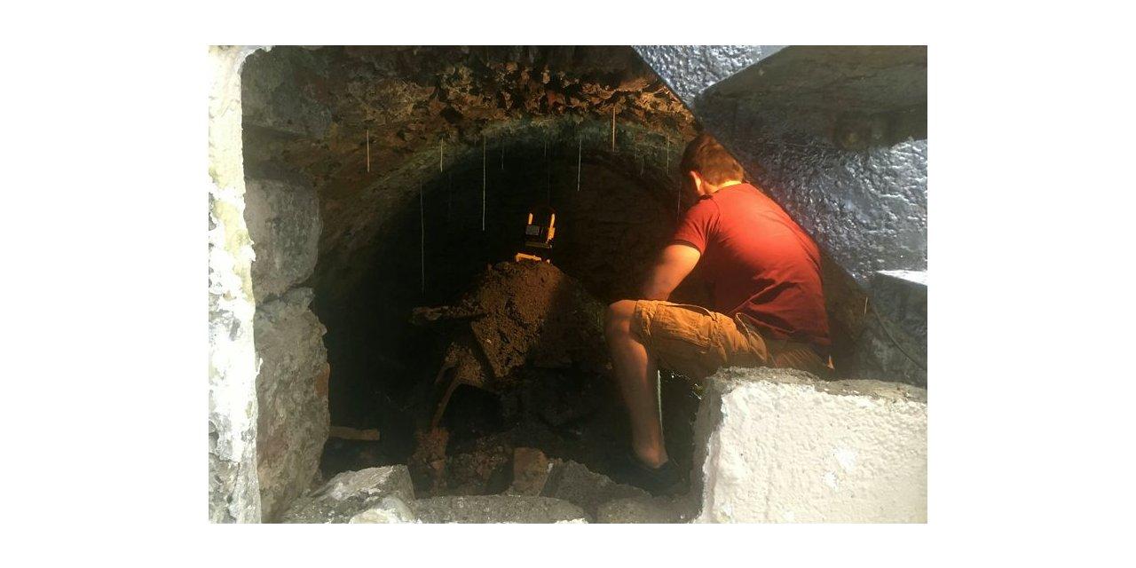 İngiltere'de karantinadan sıkılan adam evinin altında 120 yıllık tünel keşfetti
