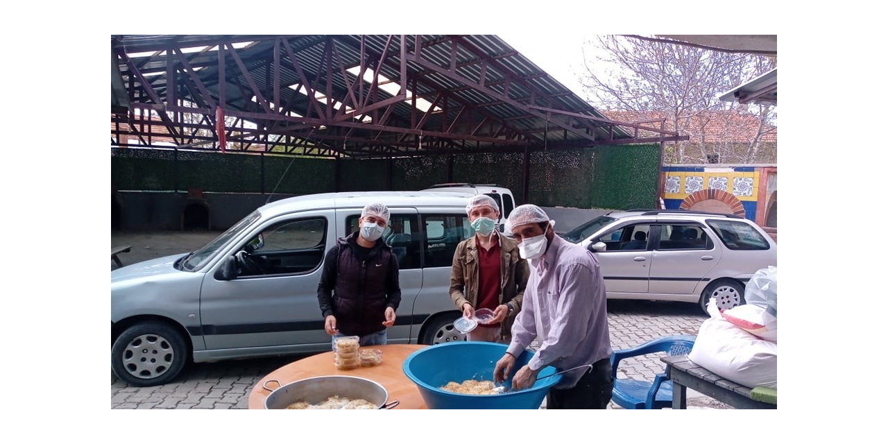 Köyde 75 aileye gıda yardımı, 65 aileye hergün yemek