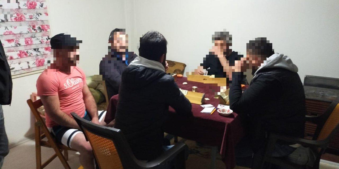 Evlerde kumar oynarken yakalanan 36 kişiye, 113 bin TL ceza