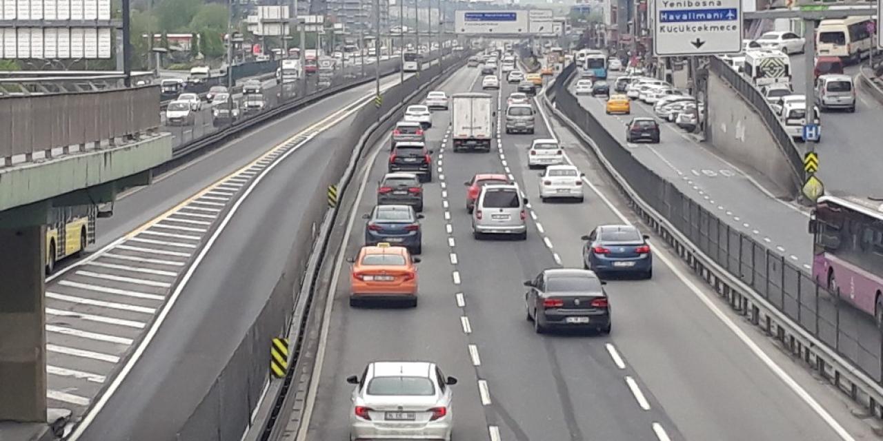 İstanbul'da cadde ve sokaklarda hareketlilik
