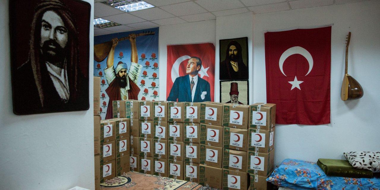 Türk Kızılay'ı Esenler Ana Fatma Cemevi'ne erzak yardımında bulundu