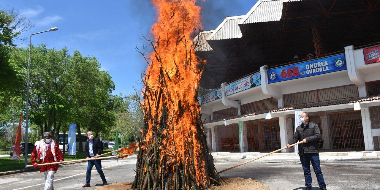 Edirne'de, 1400 yıllık Kakava ateşi, sembolik yakıldı